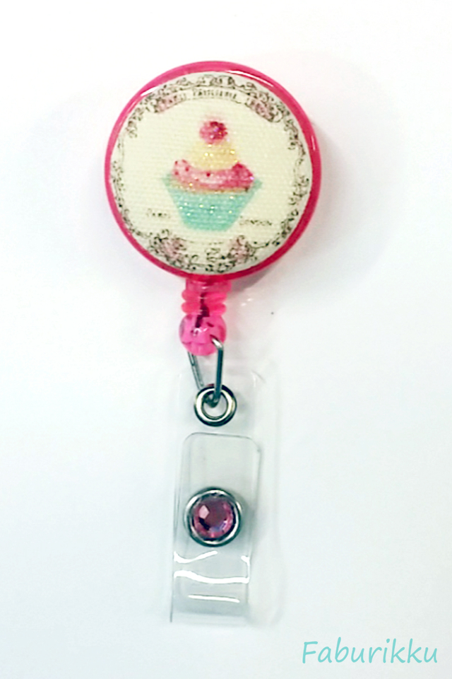 Sweets CupcakePink Clip-On Badge Reel